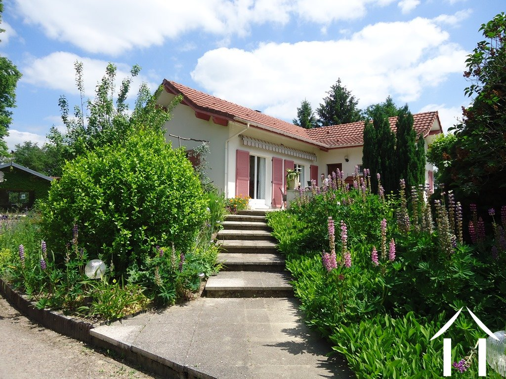Nice villa with succesfull B&B and possible mini camping