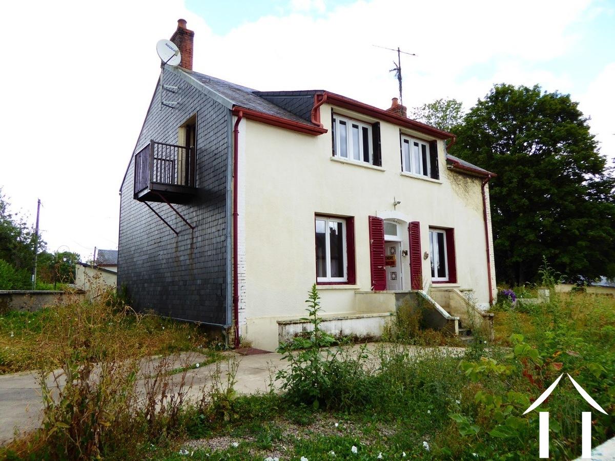Grande maison familiale dans un village calme