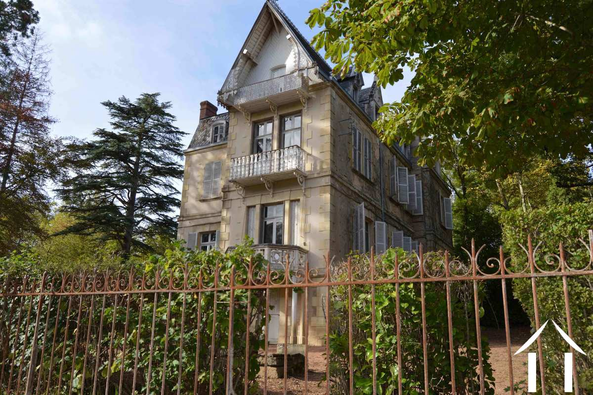 Stately villa with possibilities for Bed & Breakfast