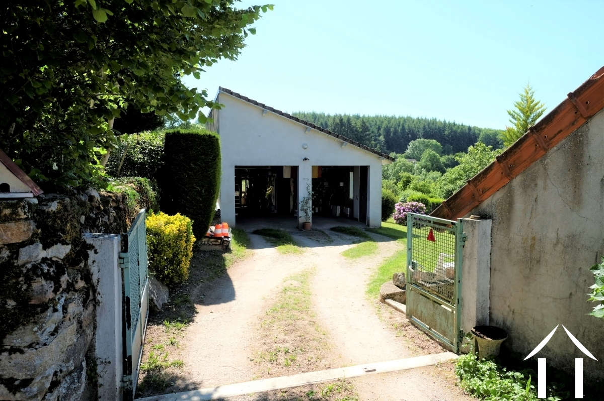 Renovated authentic farm with separate workshop.